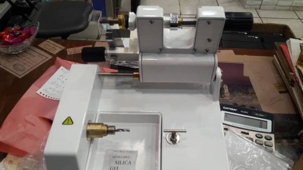 دستگاه نیمه اتوماتیک مته ای برش عدسی با سنتراسکوپ دستی رنگ سفید